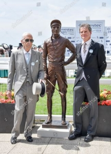Jockey Lester Piggott and sculptor Willy Newton with the bronze sculture of Lester Piggott
